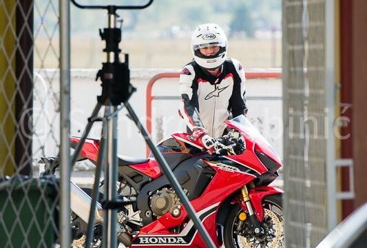 2017-honda-cbr1000rr-fireblade-spotted-in-production-view-2