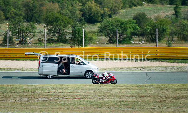 2017-honda-cbr1000rr-fireblade-spotted-in-production-view-3