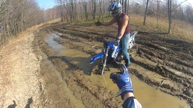 dirt-riding-in-the-mud